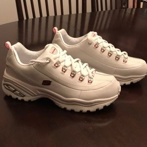 New Women's White Sketchers Sport Size 9.5.
